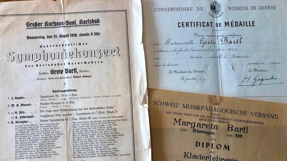 Diplomurkunde und Konzertplakat der Pianistin Grete Bartl