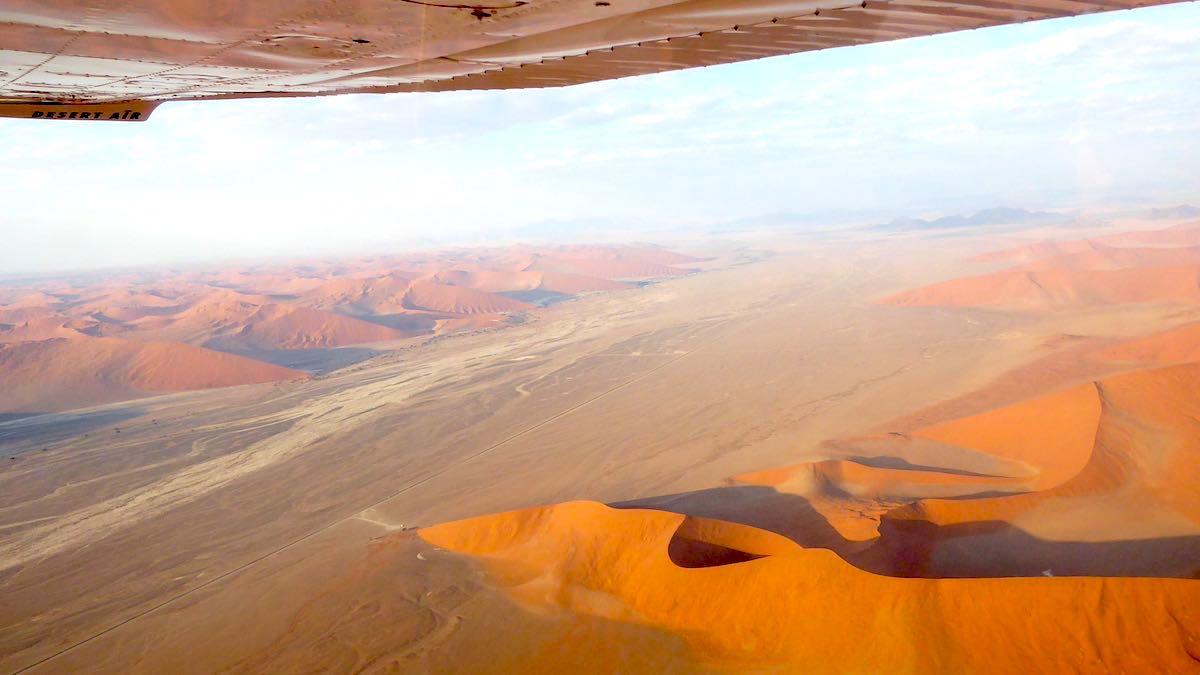 Blick aus einer Cessna über die Wüste Namib