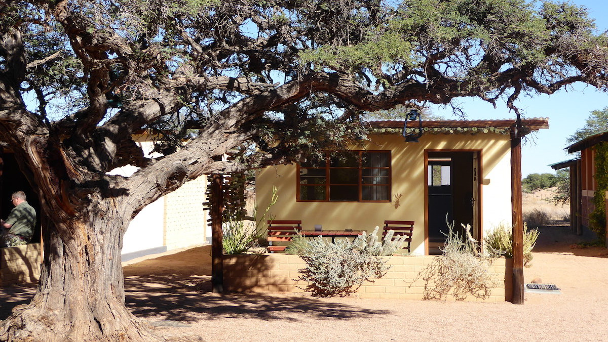 "Blick auf die ""Namtib Desert Lodge"" in der Kalahari-Wüste in Namibia"