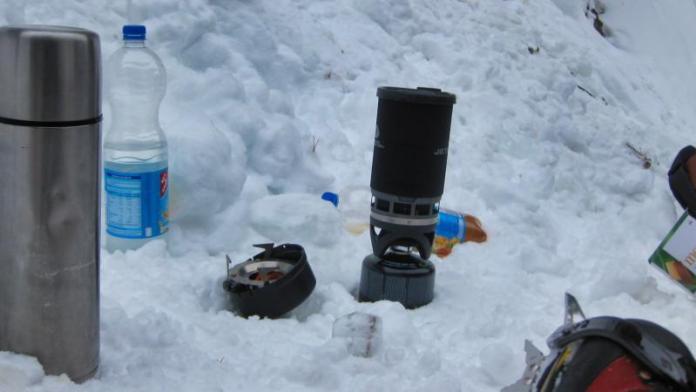 Eine heiße Mahlzeit in Eis und Schnee .