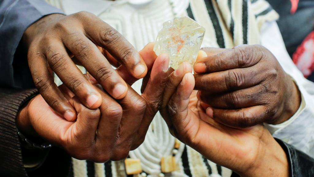 «Diamant de la paix» vendu à New York  : Si ça peut améliorer la vie des manches «courtes et longues»…