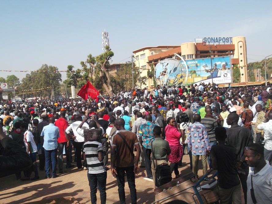 Grève des enseignants :Des centaines de marcheurs dans les rues de Ouagadougou