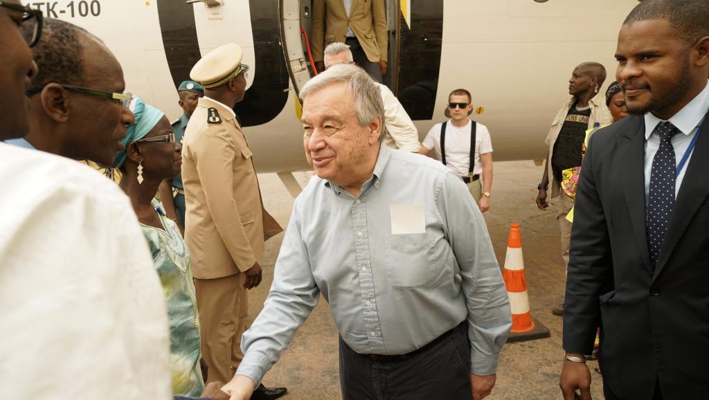 Antonio Guterres in situ au Mali : Visite d'un pompier sans lance d'incendie