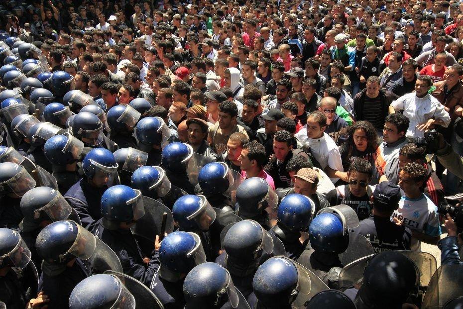 Algérie, après la démission de Boutef: Article 7 contre article 102