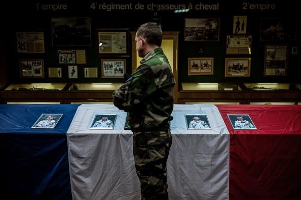 France: les corps des treize militaires tués au Mali ont été rapatriés