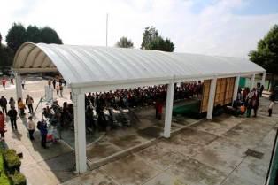 Alumnos-de-Metepec-reciben-del-ayuntamiento-chamarras,-tenis-y-mochilas-3