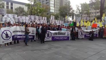 Protestan ante registro civil por obligatoriedad de actualizar actas de nacimiento cada tres meses