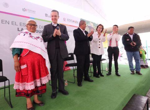 Entregan apoyos de FONART a artesanos mexiquenses para desarrollar su labor 1