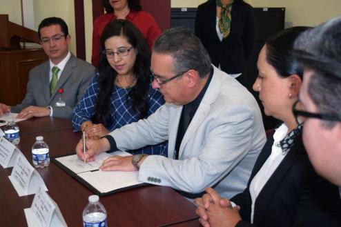 Firman ISEM y UAEM convenio para atender a pacientes con enfermedades dentales malignas 1