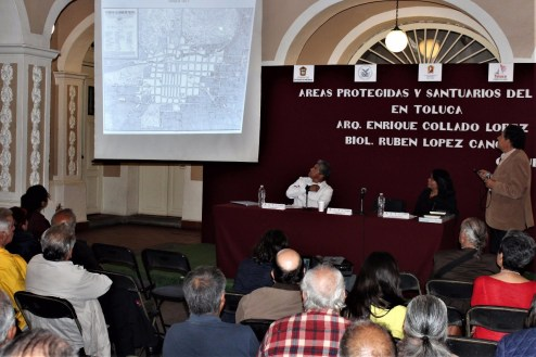 """Charlan sobre biodiversidad y creación del universo en el ciclo de conferencias """"Historias de Toluca"""" 1"""
