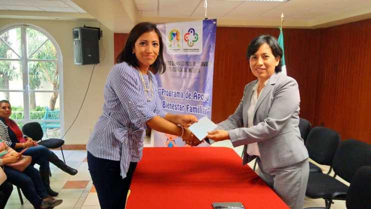 Entrega el SMSEM Programa de Apoyo al Bienestar Familiar