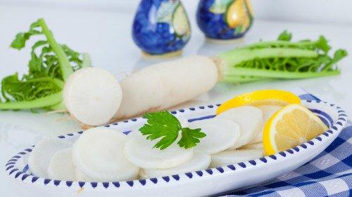 萝卜对食管癌、胃癌、鼻腔癌、子宫颈癌细胞均有显著的抑制作用。
