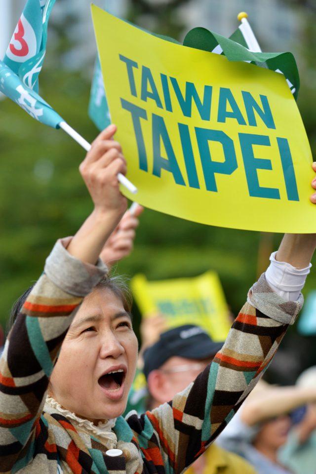 藍媒民調:蔡英文支持度過半 韓國瑜請假拼選舉效果不佳 - 澳洲生活網