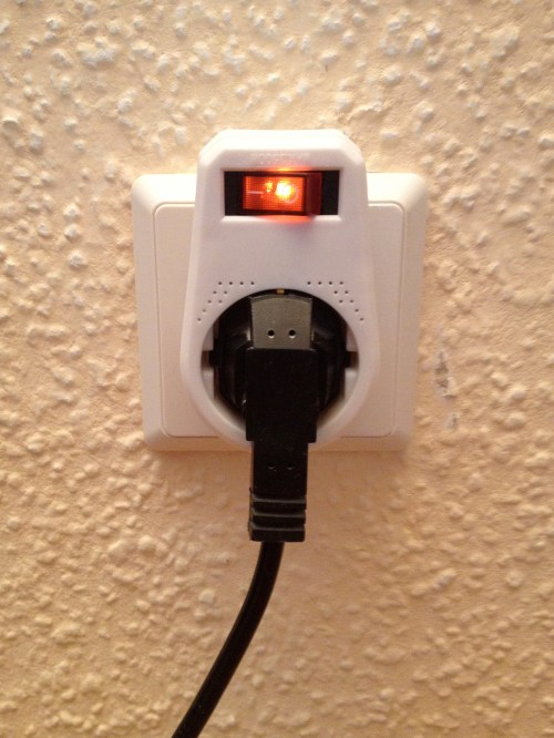 Socket with switch