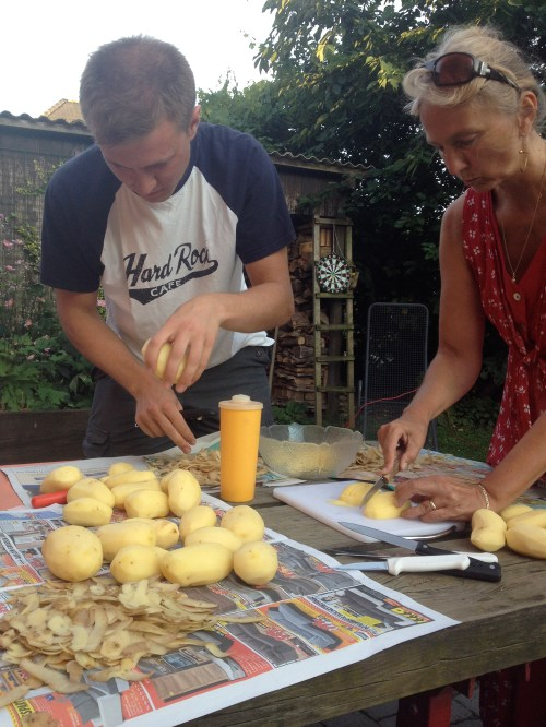 Slicing spuds for chips