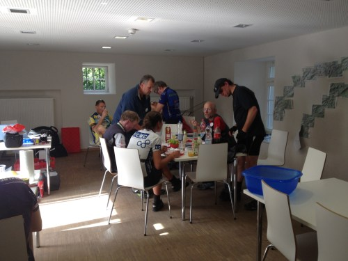 Cyclists lunching
