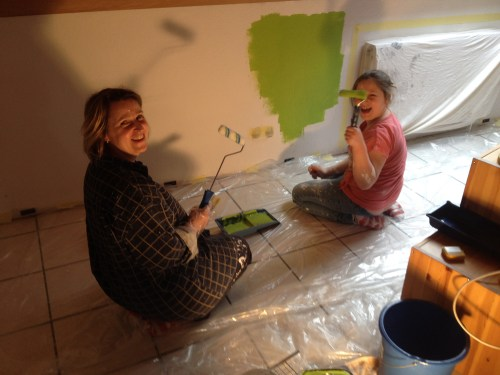 Claudia and Lara painting