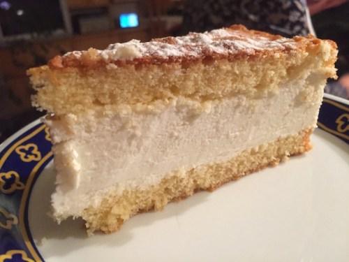 Kaese Sahne Torte