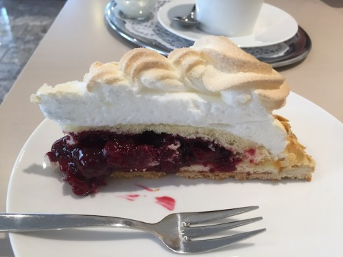 Cherry meringue pie