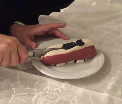 cake-chopped-in-half