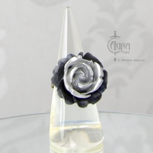 Bague gothique Llorona fleur noir et gris en résine - ajustable - face