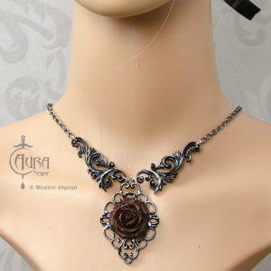 Collier gothique Vlad baroque noir et fleur avec enluminure - face