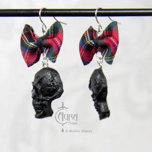Boucles d'oreilles psychobilly tartan et tête de mort ades - noir - côté