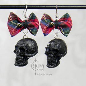 Boucles d'oreilles psychobilly tartan et tête de mort ades - noir - face