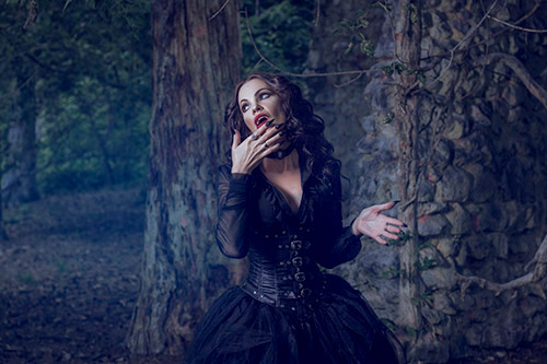 Style vampire - aura noire - gothique - victorien - femme