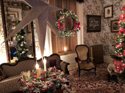 AHS-Tanner House Holidays 2017 parlor