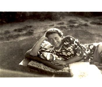 Berufliche-Schule-Paula-Fuerst_Wer-war-Paula-Fuerst_Paula-Fuerst-im-Garten-in-Berlin-1938-1939