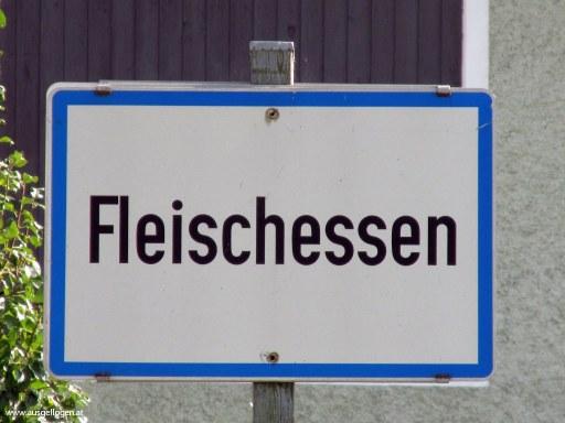Fleischessen in Niederösterreich - Ortstafeln Österreich