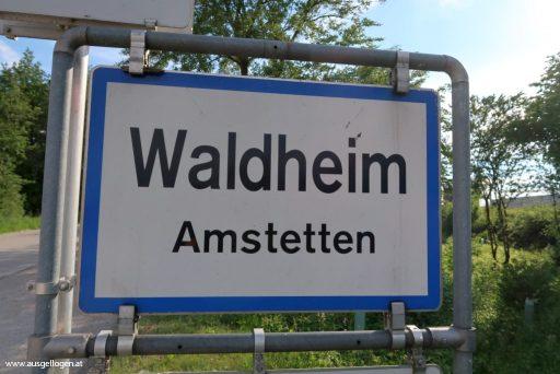 lustige Ortsschilder Österreich Waldheim in Niederösterreich