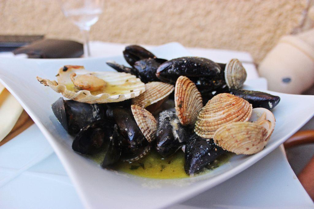 Muscheln, Scampi und Koteletts