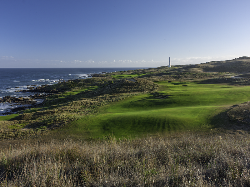 The view down the 14th fairway at Cape Wickham. The punch-bowl green in the distance. Source: Larry Lambrecht