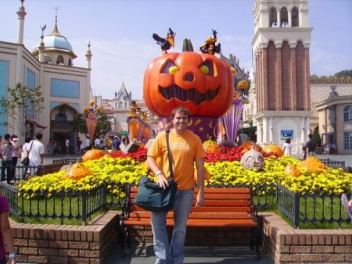 A younger, less beardy Chris posing at the Everland entrance