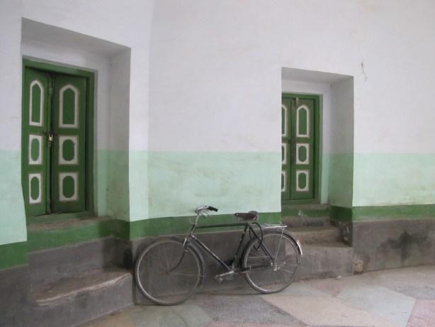 id kah mosque bikes
