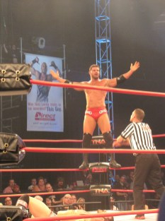 Bobby Roode mocks the crowd