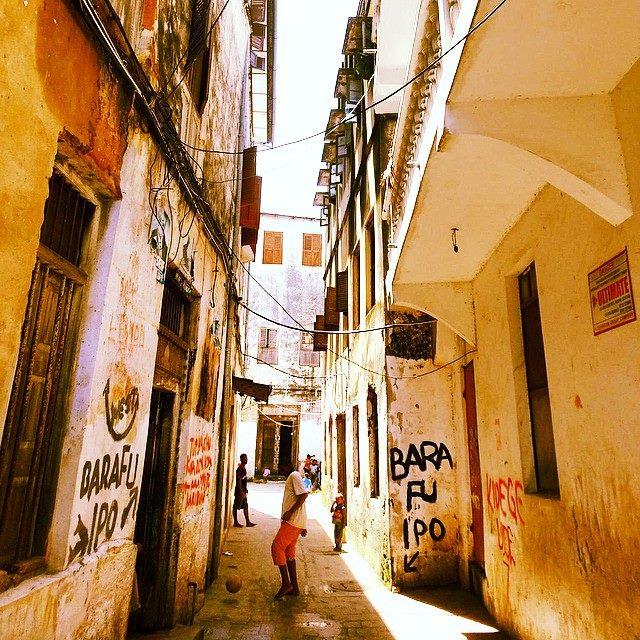 stone town zanzibar alley