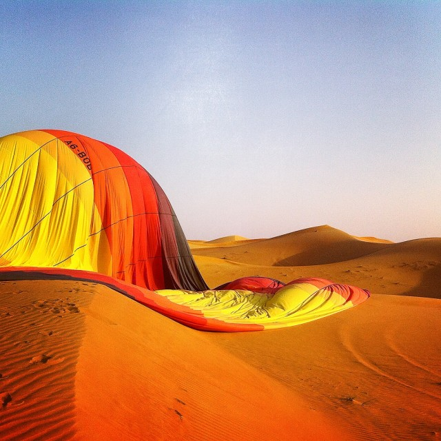 Its work done, our balloon slowly deflates on the dunes.