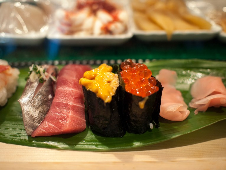 The ultimate japan bucket list 50 things to do in japan for Tsukiji fish market sushi