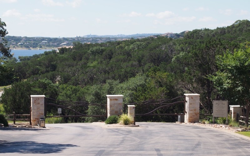 what do suburbs of austin look like spicewood