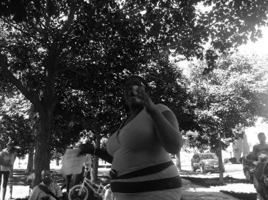 Tara Stamps, a CPS teacher and former 37th Ward aldermanic candidate, at a community teach-in hosted by the Grassroots Collaborative Thur. July 30 at LaFollette Park. Michael Romain/Staff.