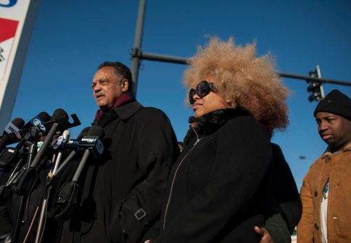 Zerlina Smith, right, stands with Rev. Jackson Jackson during a Nov. 24 press conference in Archer Heights, held near the spot at 41st and Pulaski where McDonald was murdered. | William Camargo/Staff.