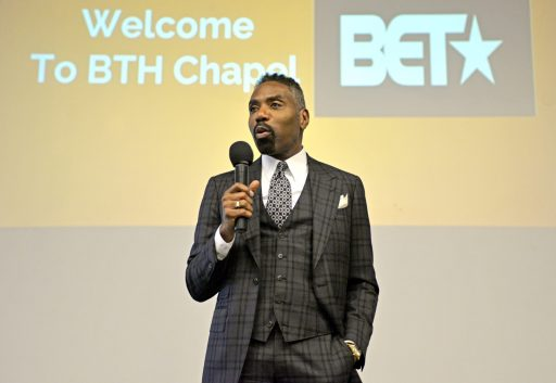 Louis Carr, President of Media Sales at Black Entertainment Television (BET), talks with kids after school on Thursday, Sept. 28, during a back-to-school pep talk at By The Hand Club for Kids in Chicago's Austin neighborhood. | ALEXA ROGALS/Staff Photographer