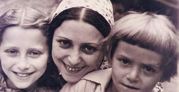 Рахиль Мессерер с детьми Майей и Александром