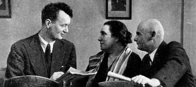 А. Н. Афиногенов, В. Н. Пашенная и А. М. Азарин во время работы над спектаклем 'Салют, Испания' в Малом театре. 1936