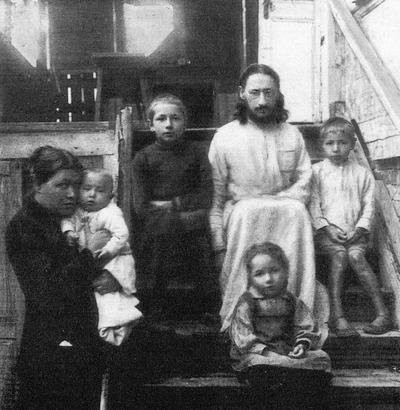 Павел Флоренский с семьей незадолго до ареста