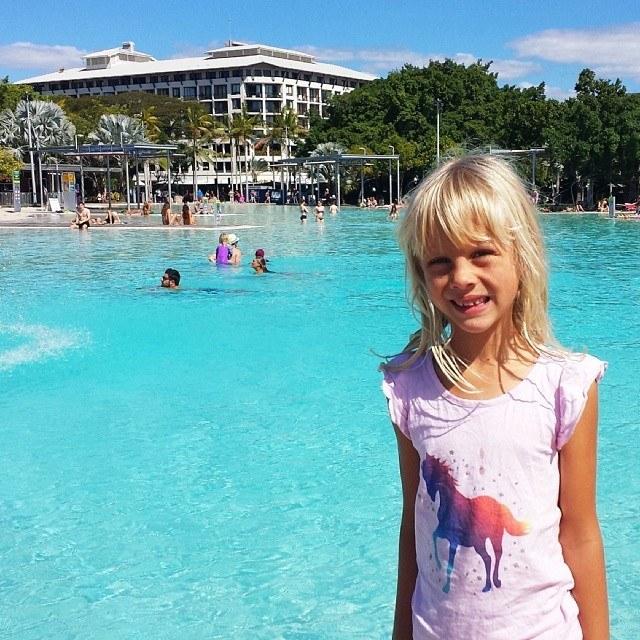 السباحة في بحيرة كارينز