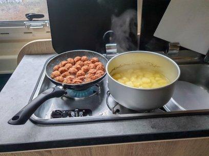 Kochen-im-wohnmobil-koetbullar